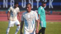 Bintang Persib B, Tantan saat melakoni partai melawan PSCS Cilacap di Stadion Wijayakusuma, Cilacap, Minggu (23/6/2019). (Bola.com/Vincentius Atmaja)