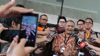 Ketua KPK Agus Rahardjo memberikan keterangan pers di depan Gedung KPK, Jakarta, Jumat (19/2). . (Liputan6.com/Helmi Afandi)