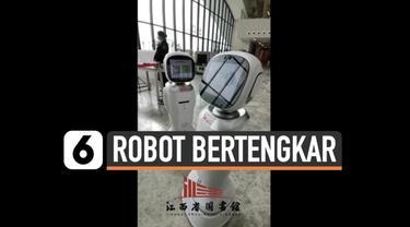 Rekaman video pertengkaran dua robot pintar di China mendadak viral. Pertengkaran tersebut terjadi di salah satu perpustakaan kota Nanchang.