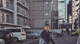 Aktor Tora Sudiro bersama anaknya saat liburan di Jepang. Pada momen liburan ini Tora Sudiro dan Mieke Amalia pun mengabadikan sederet momen seru keluarga mereka selama berada di Jepang. (instagram.com/t_orasudi_ro)