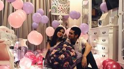 Pada tanggal tersebut, sebuah kejutan ulang tahun di buat sang kekasih, Giorgino. Selain merayakan bersama orangtua dan kekasih, dalam foto yang dibagikan juga bersama dengan para penggemarnya. (Instagram/giorgino_abraham)