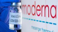 Dalam perpanjangan kerja sama yang dilakukan pada Jumat (4/12/2020), Moderna Inc sepakat menambah 4 juta dosis vaksin COVID-19 untuk Israel.(AFP/Joel Saget)