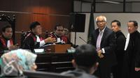 Terdakwa OC Kaligis saat menghadiri sidang dengan agenda pembacaan dakwaan di Pengadilan Tipikor, Jakarta, Senin (31/8/2015). JPU KPK mendakwa OC Kaligis dengan dugaan memberikan uang tunai senilai 27 ribu USD dan 5 ribu SGD.(Liputan6.com/Herman Zakharia)