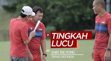 Berita video beragam tingkah lucu pelatih Shin Tae-yong saat memimpin latihan Timnas Indonesia di lapangan panahan Gelora Bung Karno, Senayan.