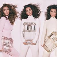 Kim Kardashian pertama kali melakukan kolaborasi parfum dengan Kourtney dan Khloe Kardashian (Foto: Instagram/kkwfragrance)