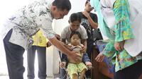 Selama empat tahun, bocah penderita talasemia asal Banyuwangi tak pernah dibawa ke rumah sakit. (Liputan6.com/Dian Kurniawan)