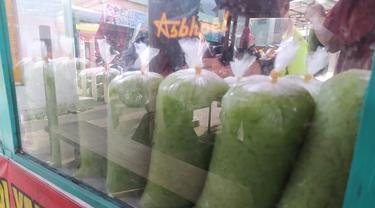 Selama ramadan, es cendol Bandung di Garut, Jawa Barat mendapatkan lonjakan omset penjualan hingga puluhan juta per hari.