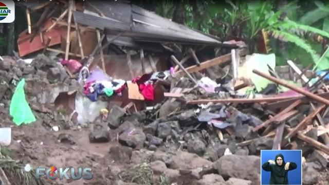 Selain merenggut korban jiwa, longsor yang disebabkan hujan deras yang mengguyur sejak Jumat petang melukai empat warga lainnya.