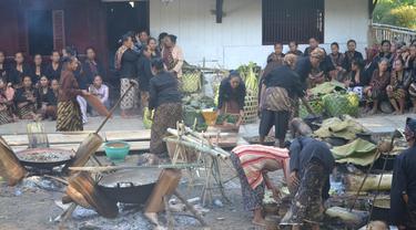 Ilustrasi - Tradisi Punggahan Sadaran, menyambut bulan puasa komunitas kejawen di Panembahan Banokeling, Pekuncen, Banyumas. (Foto: Liputan6.com/Muhamad Ridlo)