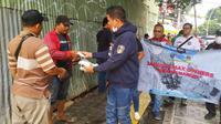 Jakarta Max Owners melakukan aksi bagi-bagi masker gratis. (ist)
