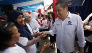 Ketua Umum Partai Perindo Hary Tanoesoedibjo mengunjungi lokasi bazar murah. (Istimewa)