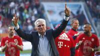 Jupp Heynckes berhasil membawa Bayern Munchen menjuarai Bundesliga Jerman musim ini. Bagi Heynckes, itu adalah gelar Bundesliga yang keempat sebagai pelatih. (AP Photo/Matthias Schrader)