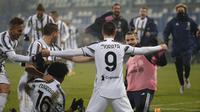 Penyerang Juventus, Alvaro Morata berselebrasi usai mencetak gol ke gawang Napoli pada laga final Piala Super Italia di Stadion Mapei, Sassuolo, Kamis (21/1/2021). Juventus kini tercatat sebagai tim yang paling sering menjuarai Piala Super Italia. (AP Photo/Antonio Calanni)