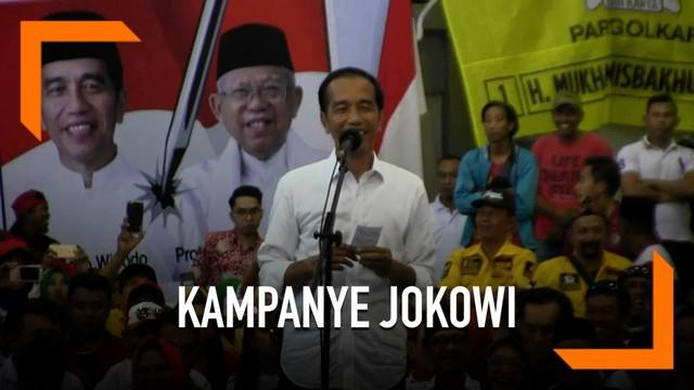 Capres nomor urut 01 Joko Widodo mengingatkan pendulungnya untuk tetap menjaga silaturahmi meski berbeda pilihan. Jokowi mengungkapkan ada kejutan besar terjadi di Jawa Timur. Jokowi yakin di Jatim bakal meraup 70 persen suara.