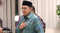 Menteri Agama, Lukman Hakim Saifuddin usai memberi pernyataan resmi terkait hasil OTT KPK terhadap dua pejabat kantor wilayah Kemenag terkait dugaan jual beli jabatan di Kementerian Agama, Jakarta, Sabtu (16/3). (Liputan6.com/Helmi Fithriansyah)
