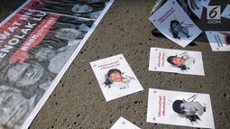 Sejumlah poster terlihat selama aksi bertajuk #MerawatIngat #MenolakLupa saat car free day (CFD) di Bundaran HI, Jakarta, Minggu (5/5/2019). Aksi tersebut bertujuan untuk mengingatkan bahwa masih banyak kasus-kasus pelanggaran HAM berat yang belum terselesaikan. (Liputan6.com/Faizal Fanani)