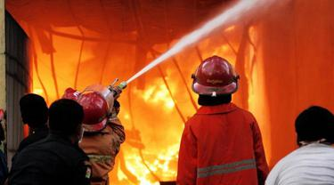 Atrium Senen Terbakar, 20 Pemadam Dikerahkan