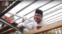 Aziz Gagap mengurus pesantren