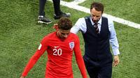 Gareth Southgate Menemani Dele Alli yang mengalami cedera
