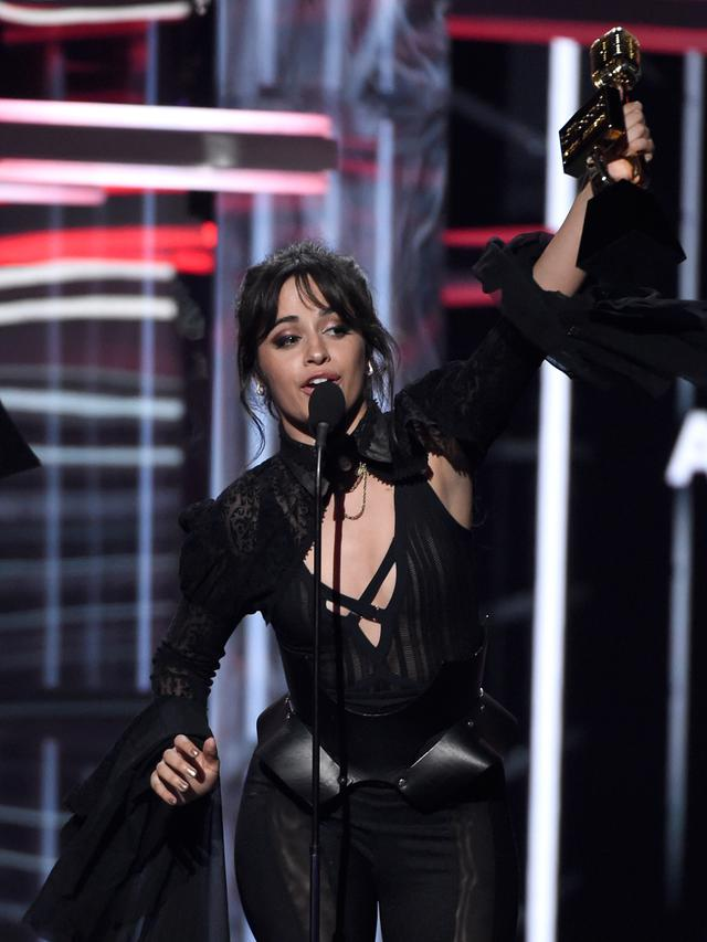 Camila Cabello Raih Achievement Award di Billboard Music Awards 2018
