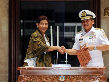 Kementerian Kelautan dan Perikanan (KKP) menandatangani nota kesepahaman dengan TNI Angkatan Laut di Mabes TNI, Cilangkap, (1/12/2014). (Liputan6.com/Helmi Fithriansyah)