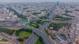 Pemandangan udara Lima yang saat ini lockdown selama dua minggu pada 31 Januari 2021. Lockdown total ibu kota dan sembilan wilayah lainnya di Peru, menyusul peningkatan signifikan kasus COVID-19 yang membuat rumah sakit di negara tersebut kewalahan. (Cesar FAJARDO/AFP)