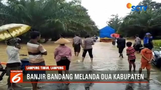 Sementara itu, di Kabupaten Lampung Timur, sebuah jembatan di Kecamatan Batanghari ambles akibat diterjang banjir bandang.