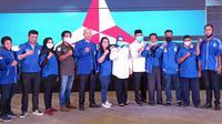 Pengurus dan kader DPD PAN Mamuju poto bersama pasangan Calon Bupati dan Wakil Bupati Mamuju, Siti Sutinah Suhardi-Ado Mas'ud (Liputan6.com/Abdul Rajab Umar)