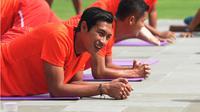 Hansamu Yama dan timnya Barito Putera menjalani latihan persiapan jelang Liga 1 2018 di Batu. (Bola.com/Iwan Setiawan)