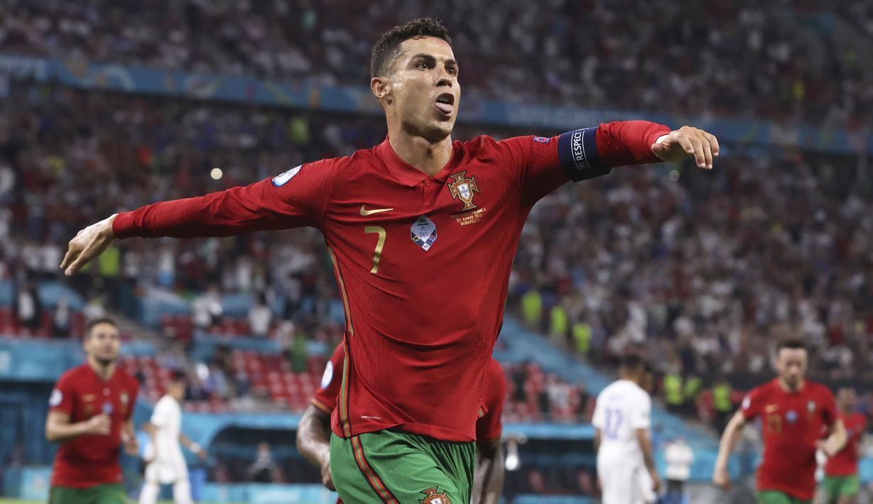 Laga pamungkas di Grup F Euro 2020 (Euro 2021) antara Portugal melawan Prancis (23/6/2021) tuntas dengan hasil imbang 2-2. Kedua tim melenggang bersama Jerman menuju babak 16 Besar. Tercatat ada 5 fakta menarik di balik hasil imbang tersebut. Apa saja? (Foto: AP/Pool/Bernadett Szabo)