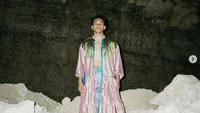 Jefri Nichol tampil feminin dengan dress dan kalung (dok.Instagram/@jefrinichol/https://www.instagram.com/p/CQa0QsGAyrj/Komarudin)
