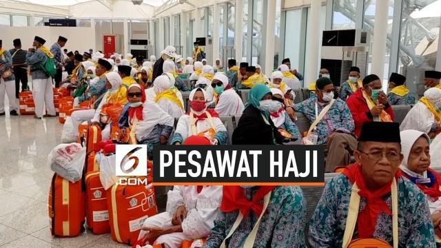 Baru terbang selama 2 jam Pesawat Garuda yang membawa jemaah haji dari Embarkasi Makassar haru balik ke Bandara Sultan Hasanuddin. Garuda menginformasikan ada kerusakan hidrolik pada roda pesawat  akibatnya jemaah haji terlambat 6 jam tiba di Madinah...