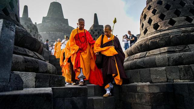 Sambut Waisak, Para Biksu Ziarah ke Candi Borobudur