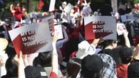 Aksi protes besar-besaran mendesak penuntasan 'krisis sy-cam-pon' yang banyak menyerang ruang privasi wanita di Korea Selatan (AP/R. Hyo Lim)