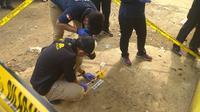 Labfor Polri Analisa Jenis Granat yang Meledak Tewaskan 2 Anak di Bogor (Liputan6.com/Achmad Sudarno)