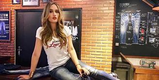 Nama Cinta Laura Kiehl tidak hanya harum di Indonesia, namun juga di industri hiburan tingkat Internasional. Selain melanjutkan pendidikannya, Cinta pun kini melebarkan sayap berkarier di negeri Paman Sam.  (Instagram/cintalaurakiehl)