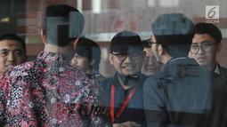 Penyidik senior KPK Novel Baswedan tersenyum usai diperiksa TGPF dan Polisi di Gedung KPK, Jakarta Kamis (20/6/2019). TGPF memeriksa Novel terkait kasus penyiraman air keras hingga mata kirinya buta diharapkan bisa menemukan titik terang siapa dalang penyiraman. (merdeka.com/Dwi Narwoko)