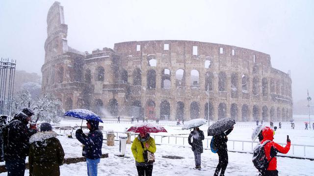 Ketika Arena Tarung Gladiator Diguyur Hujan Salju Lebat