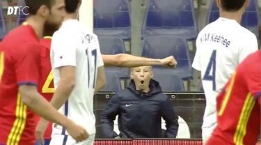 David Silva berhasil mencetak gol indah pada laga persahabatan melawan Korea Selatan.