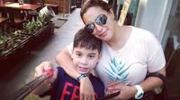Jane Shalimar dan Zarno, putranya [foto: instagram]