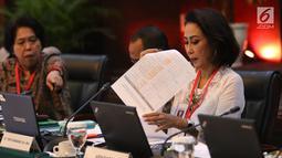 Ketua Pansel Capim KPK Yenti Garnasih memimpin tes wawancara dan uji publik Calon Pimpinan Komisi Pemberantasan Korupsi (Capim KPK) periode 2019-2023 di Kementerian Sekretariat Negara, Kamis (29/8/2019). Enam orang capim KPK yang tersisa menjalani uji publik. (Liputan6.com/Angga Yuniar)