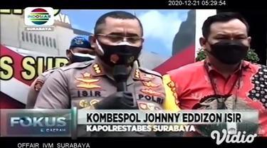 Petugas SATRESNARKOBA Polrestabes Surabaya, berhasil menangkap lima orang tersangka peredaran narkotika jenis sabu-sabu. Sabu-sabu dalam kemasan teh china seberat 21,4 kilogram ini rencananya akan diedarkan saat malam pesta tahun baru 2021.