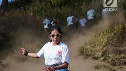 Pelari sedang mengikuti try out di Ranu Kumbolo, Taman Nasional Bromo Tengger Semeru, Malang, Minggu (14/10). Kegiatan yang digelar dalam rangka Semen Indonesia Trail Run Camp sebagai ajang untuk persiapan SMI Trail Run, 11 November. (Liputan6.com/HO/Eko)