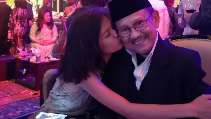 BJ Habibie dan cucu (Sumber: Instagram/tifanihabs)