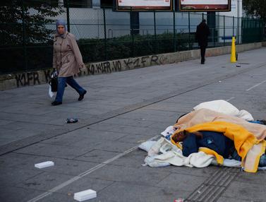Jalanan Paris Jadi Tempat Tidur Outdoor Para Imigran