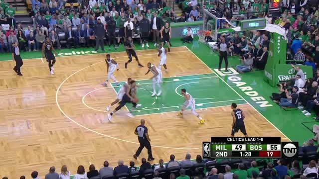 Berita video game recap NBA 2017-2018 antara Boston Celtics melawan Milwaukee Bucks dengan skor 120-106.