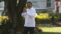 Sekjen Partai Nasdem Johnny G Plate  tiba di Kompleks Istana Kepresidenan di Jakarta, Selasa (22/10/2019). Mengenakan kemeja putih sama dengan tokoh lain yang sebelumnya hadir. Johnny tak berkomentar banyak dan langsung masuk ke Istana untuk bertemu Jokowi. (Liputan6.com/Angga Yuniar)