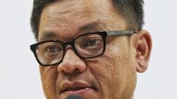 Ketua DPP Partai Golkar Ace Hasan Syadzily memberi keterangan pers terkait pemberhentian dan pengisian jabatan di Jakarta, Selasa (19/3). Erwin Aksa diberhentikan dari Ketua Bidang Koperasi dan UKM DPP Partai Golkar. (Liputan6.com/Johan Tallo)