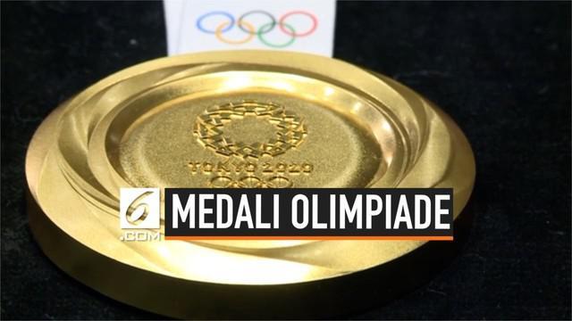 Jepang resmi memamerkan medali yang akan dipakai pada Olimpiade 2020. Medali tersebut diperlihatkan ke publik saat acara hitung mundur tepat setahun menjelang Olimpiade 2020 di Tokyo, Rabu (24/7/2019).