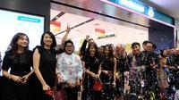 Dengan konsep 'Generation' dan futuristik, PT Duta Intidaya Tbk (Watsons Indonesia) meresmikan gerai terbaru di Mal Senayan City lantai 2, Jumat (3/5/2019).